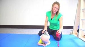 Как научить ребенка переворачиваться со спины на живот?