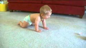 Встаем на четвереньки: как научить малыша ползать