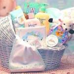 Что подарить новорожденному на выписку из роддома?