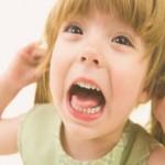 Как успокоить плаксу и истерику у ребенка?