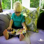 Как оценить состояние зрения у младенца?