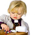 Оказание помощи при отравлении ребенка лекарствами — будьте осторожны!
